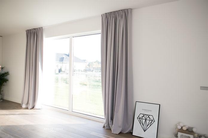 Praktyczne firany i eleganckie zasłony – jak dobrać odpowiedni zestaw do swojego okna?