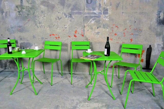 Blaty stołowe – jakie wybrać, aby nie tylko wyglądały pięknie, ale i były funkcjonalne?