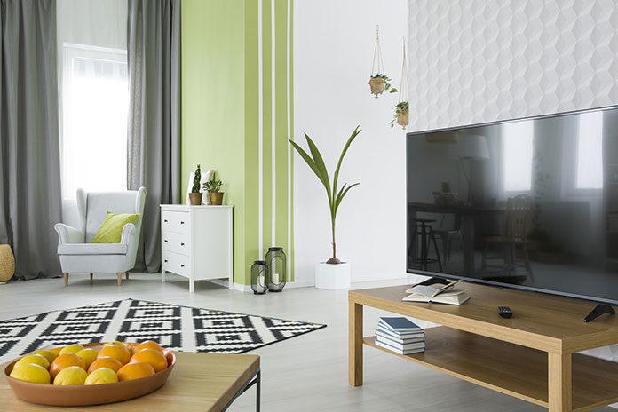Tapeta czy farba – co lepiej sprawdzi się przy remoncie mieszkania?